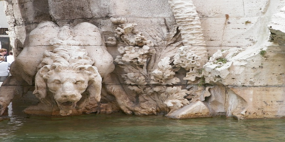 leone fontana dei fiumi